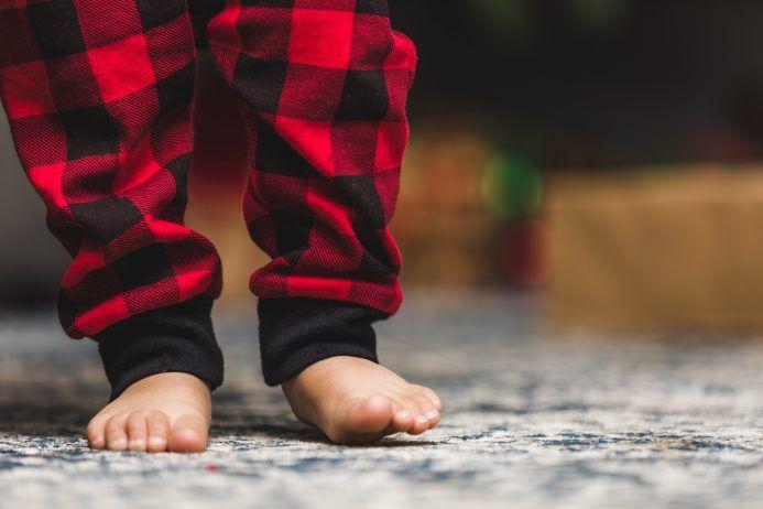 Quali sono le cause più comuni di dolore ai piedi e alle caviglie nella popolazione pediatrica?